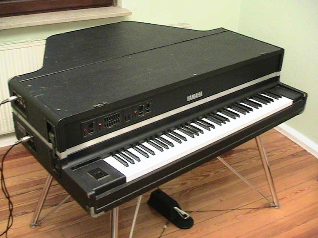Yamaha CP 70M ready to play
